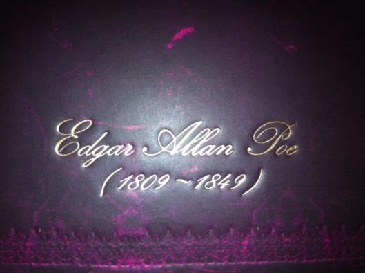 Baksida med Edgar Allan Poe